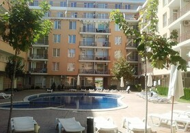 2 bedroom, furnished apartment close to beach!